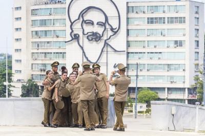 Gruppenbild vor Camilo Cienfuegos, Havanna, Kuba