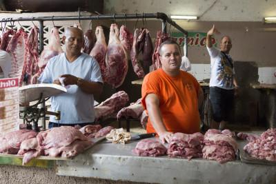 Metzgerstand auf dem Markt von Cienfuegos, Kuba