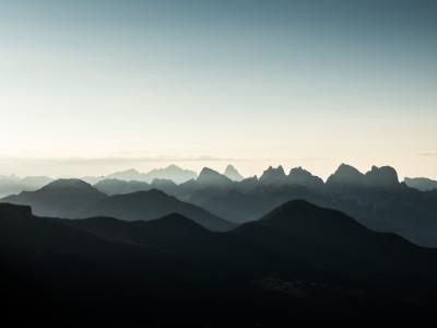 Val Zoldana Alta mit Prampèrgruppe im Morgenlicht