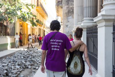"""""""Hier bestimmt das Volk und die Regierung gehorcht"""", Calle Obispo, Havanna, Kuba"""
