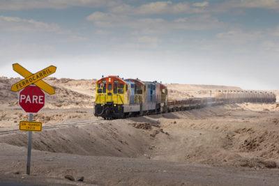 Güterzug, der die Kupferplatten aus Chuquicamat zum Hafen bringt