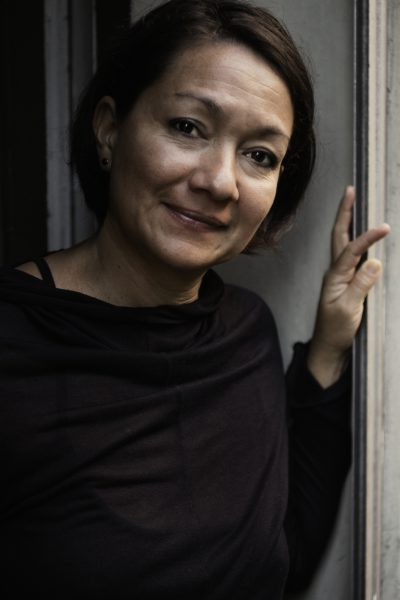 Carmen Guzmán, Cutterin und Yogina.