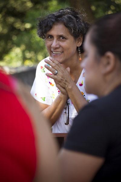 Victoria Chávez, Gründerin einer Wanderbücherei