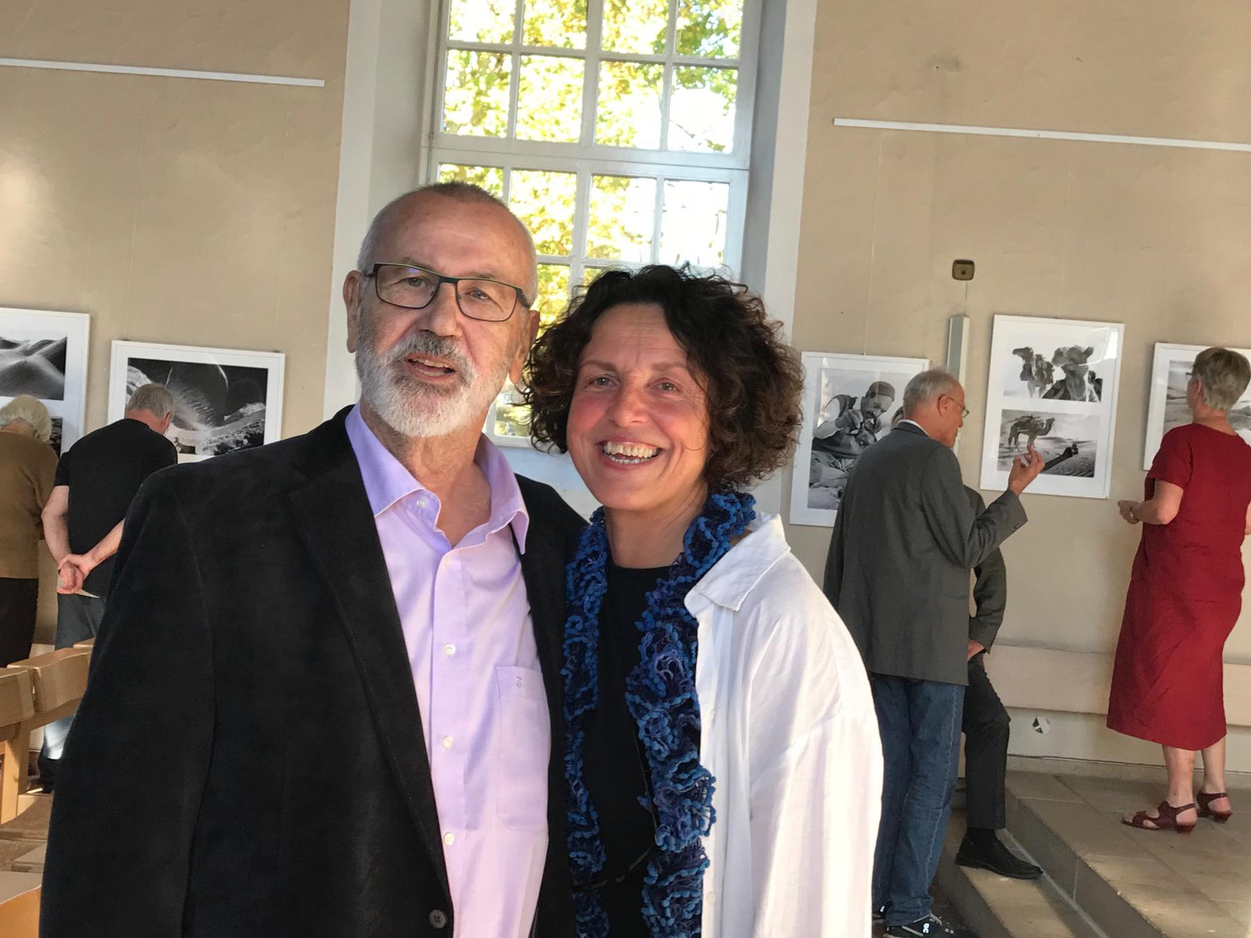 Mit Arnd Pählig, Freund und Kurator der Ausstellung. Bild: Heidi Haug