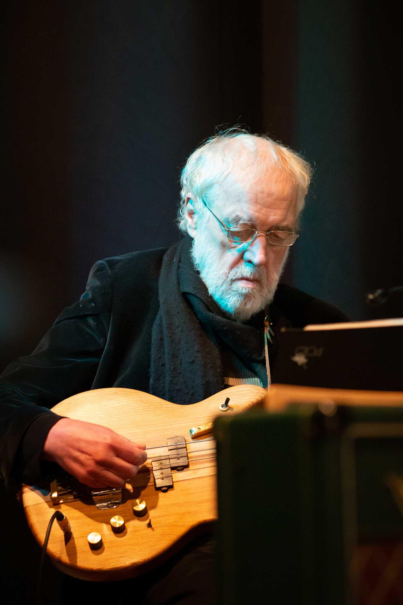 Mac Eichele, Bass